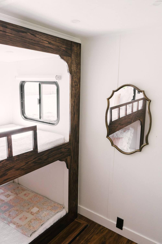 具有农舍风格的翻新房车-Tabitha Paige Fox Hollow Farmhouse Living 45.jpg万博赞助意大利甲级联赛