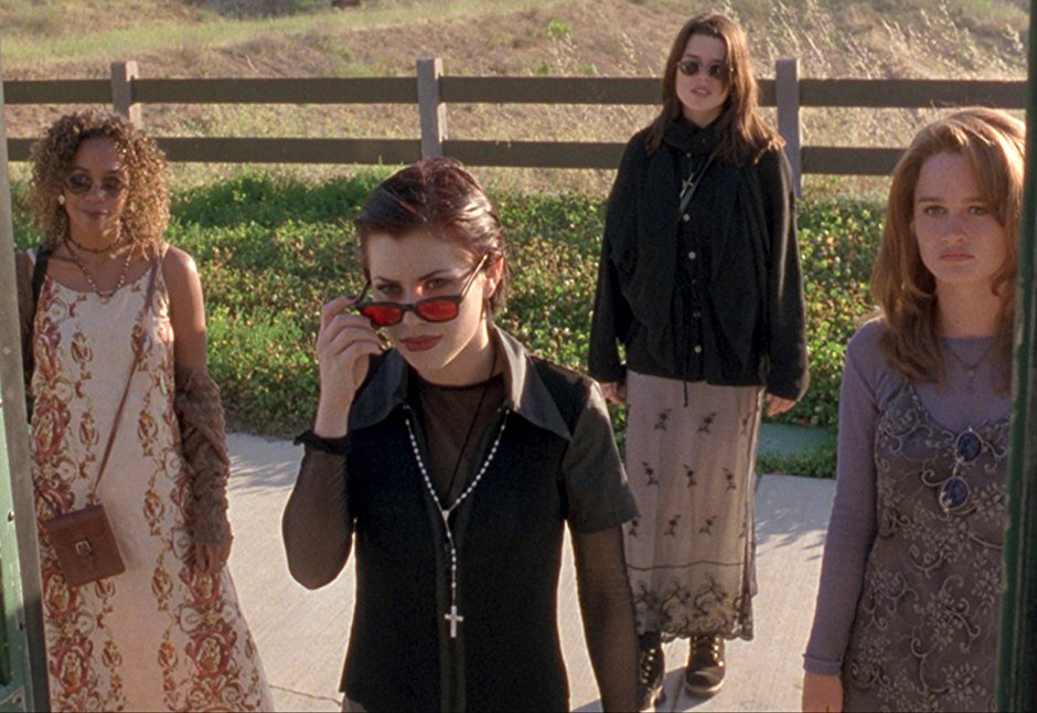 The Craft - Teen angst+high school politics+four witches=one of the best damn cult classics ever. Four high school outcasts form a coven and take revenge on the people who wronged them. But how far is too far?