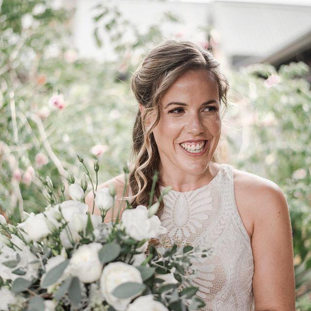 Soft glowy bridal glam on Katrina and her bridesmaids by @mayflowermakeup 🌿 @mayflowerfloraldesign 📸 @mayflowerweddingphotography | #bridalglam #perthmua #perthbridalmakeup #margaretriverweddings
