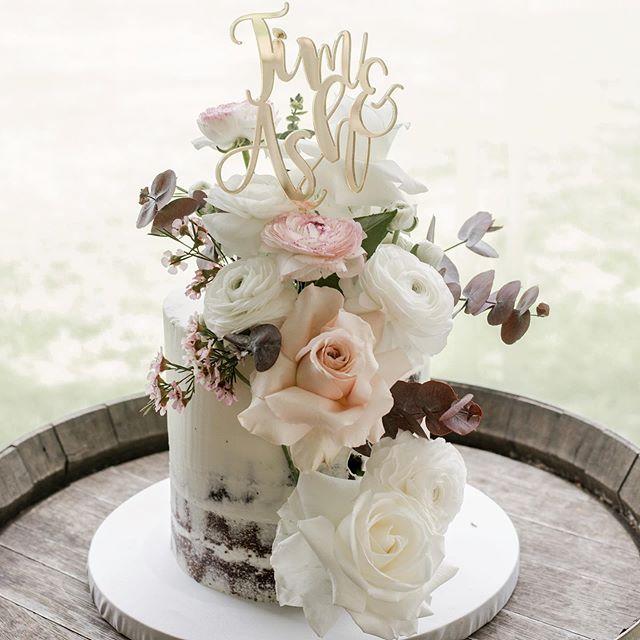 Cake blooms for Ash & Tim | #cakeflowers #perthweddingphotographer #spring #oldbroadwaterfarm #nakedcake