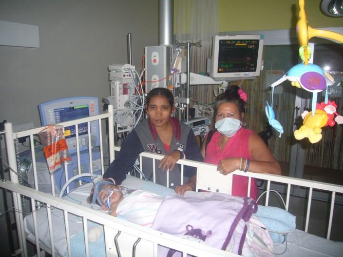 F010-21-Feb-ICU-with-Mum-and-Mena.JPG