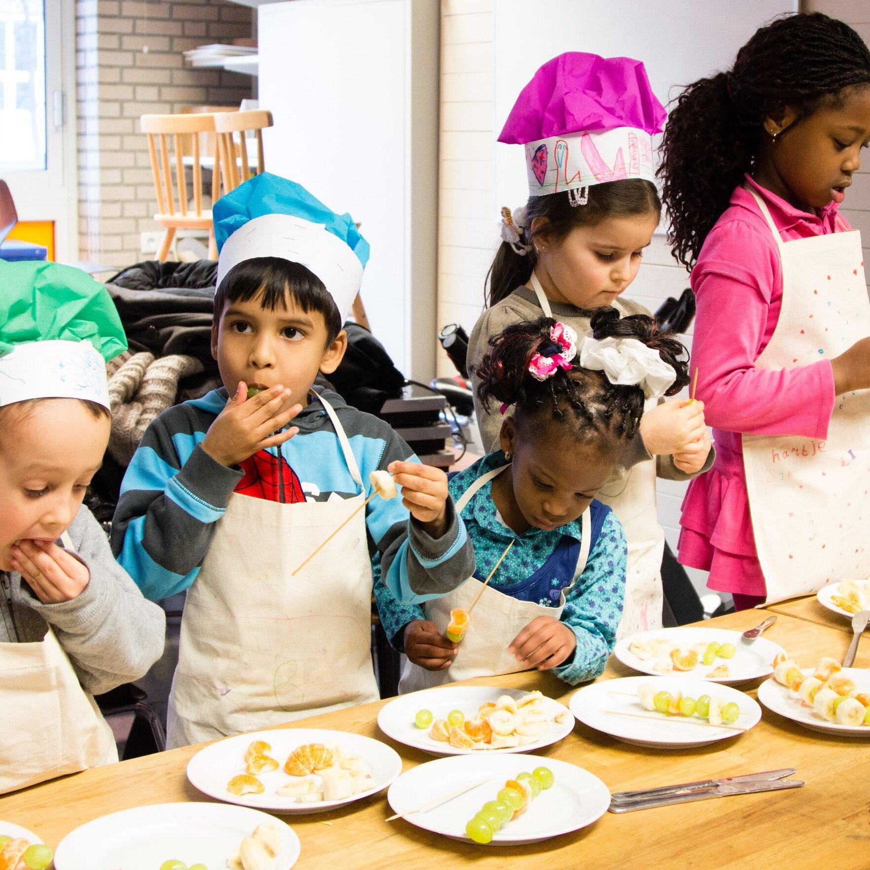 T+HUIS opent T+LAB - Een TALENTEN+LABORATORIUM dat talenten in de wijk zichtbaar maakt en ontwikkelt. De innovatieve aanpak zet kinderen, studenten en vrijwilligers in hun kracht. Het vergroot de leefbaarheid en sociale samenhang in wijken die dat nodig hebben. Kenmerkend