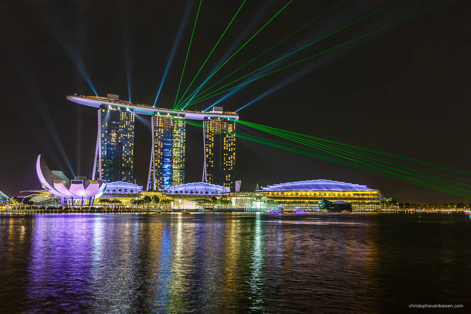 Singapore - The Laser show of the Marina Bay Sands hotel is one of the things one should not miss when visiting Singapore - Laser Game