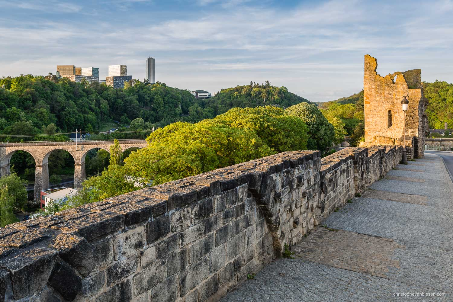 Summer in Luxembourg - Luxembourg's tower of the Hollow Tooth overlooks the Pfaffenthal, while the skyscrapers of the EU rise high on the Kirchberg plateau - The Old Guard