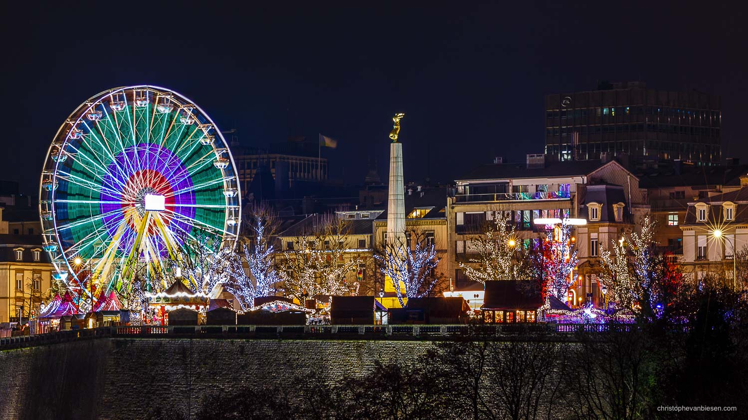 Christmas in Luxembourg - Luxembourg City's Christmas market on place de la Constitution seen from afar - Psychedelic Christmas