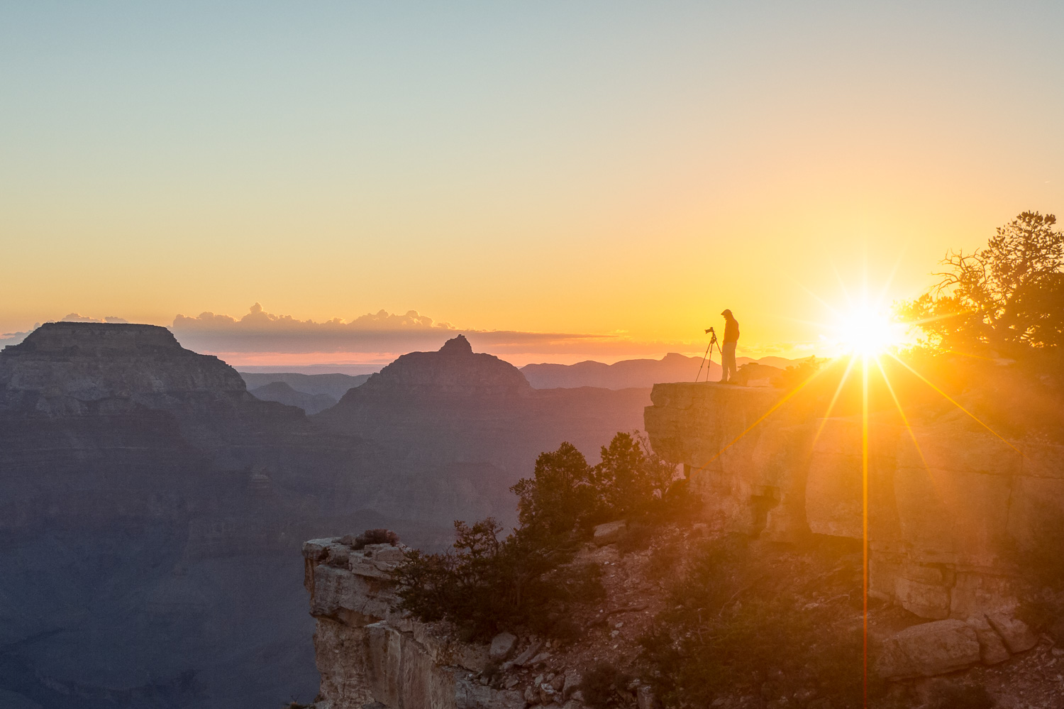 Overlooking the Grand Canyon in Arizona, United States - Sunrise at the Grand Canyon - Photography by Christophe Van Biesen - Luxembourg Landscape and Travel Photographer - About Me