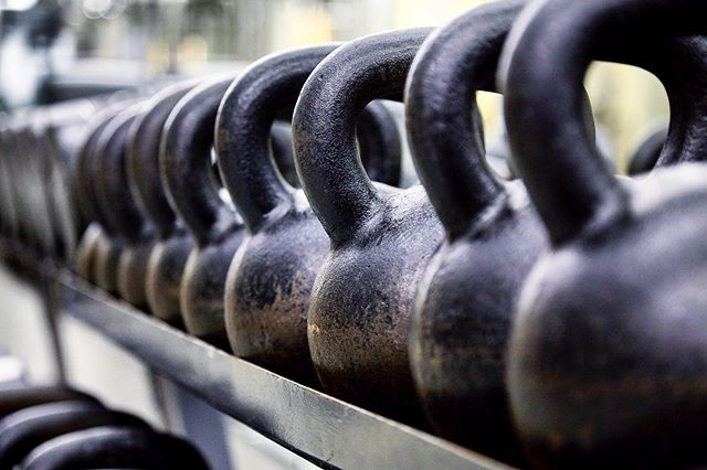 Swing by for our Advanced Kettlebell class today at 12:30pm with @thiagocarneirinho  Never worked with a Kettlebell before? Try our Kettlebell Foundations class either Tuesday 6:30pm or Saturday 10:15am ⠀⠀ For more information contact info@driveclubs.com 💪