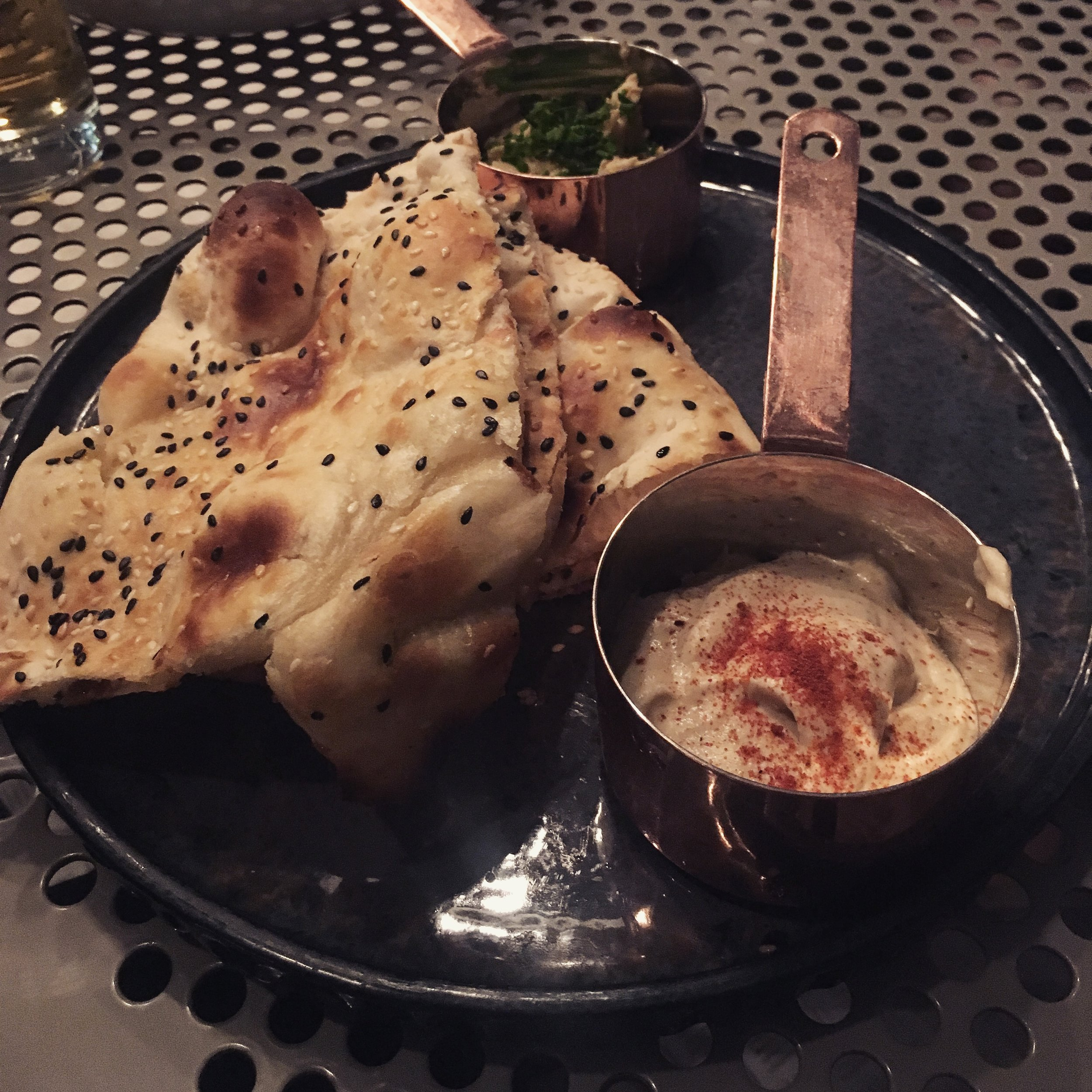 naan with hummus