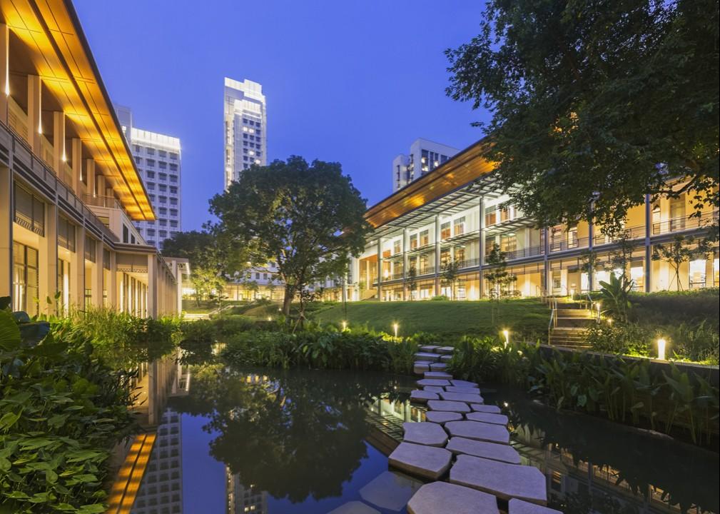 yale-nus_central_courtyard_twilight(1).jpg