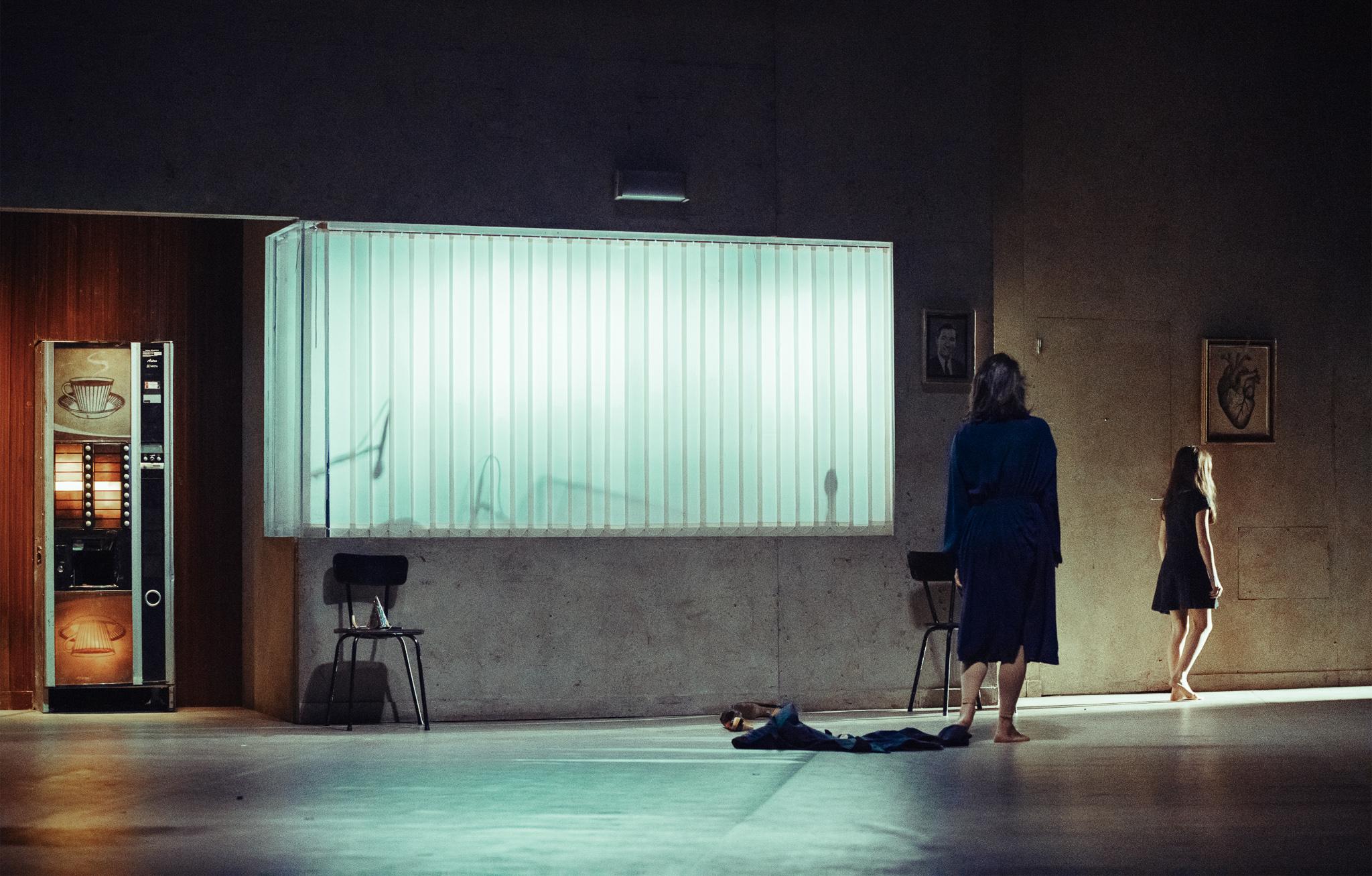 Image of Peepingtom Moeder - dance photography, fotografia de escena, fotografo de danza, dance photographer, stage photography