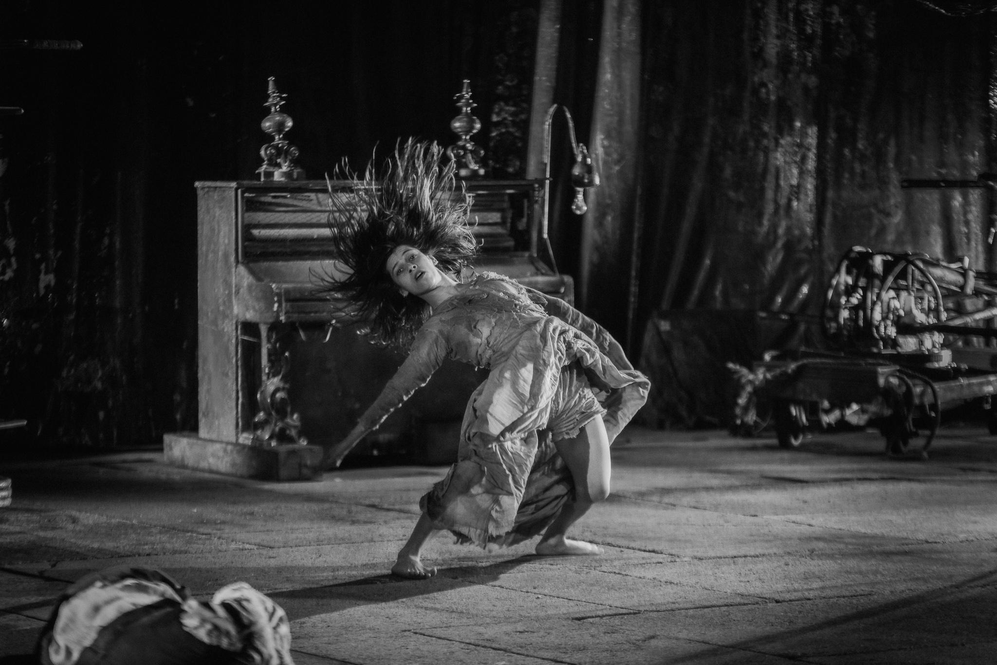 Image of James Thierrée /Compagnie du Hanneton The Toad Knew  dance photography, fotografia de escena, fotografo de danza, dance photographer, stage photography