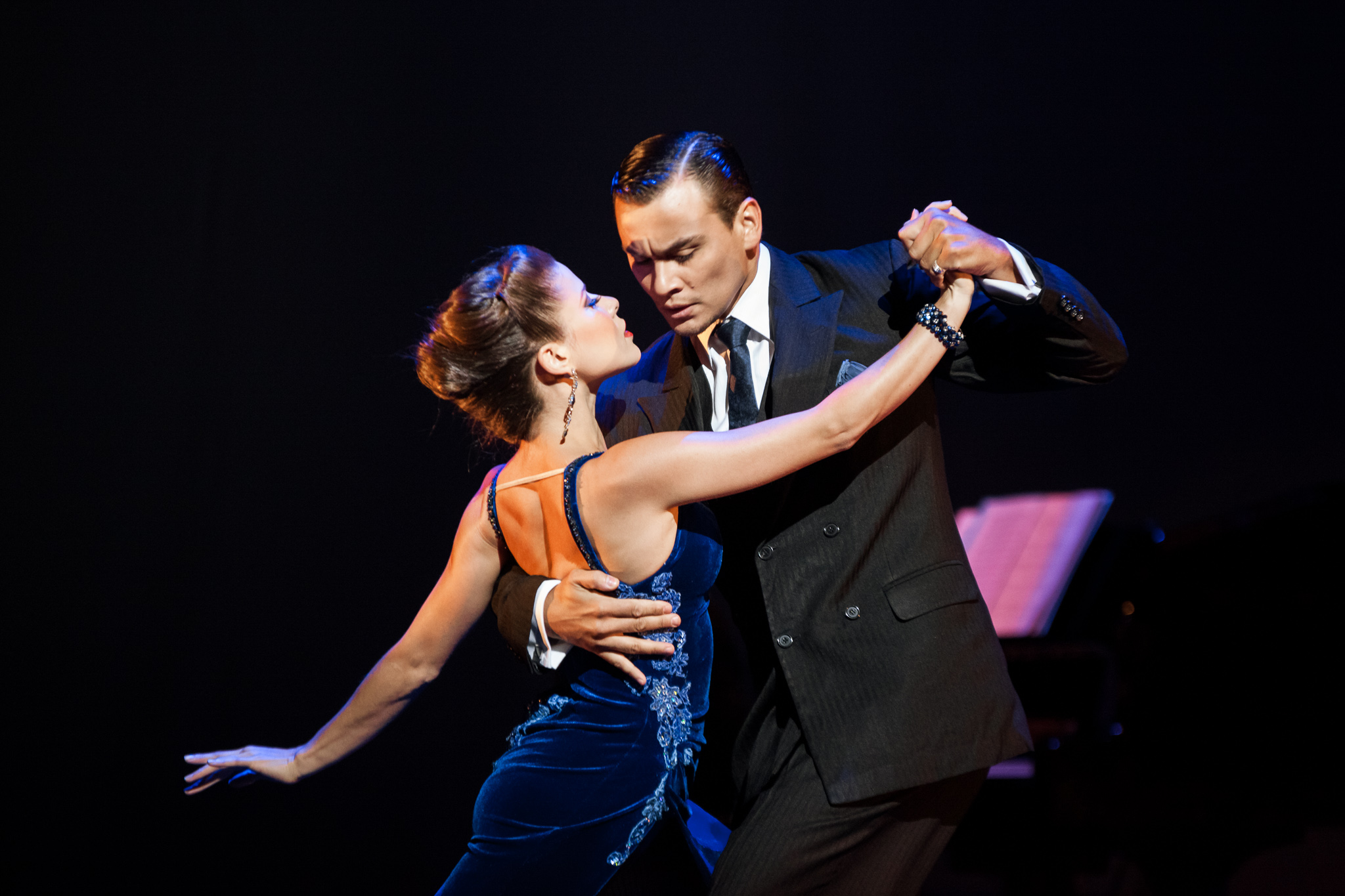 image of Tango Fire - German Cornejo & Gisela Galeassi dance photography, fotografia de escena, fotografo de danza, dance photographer, stage photography