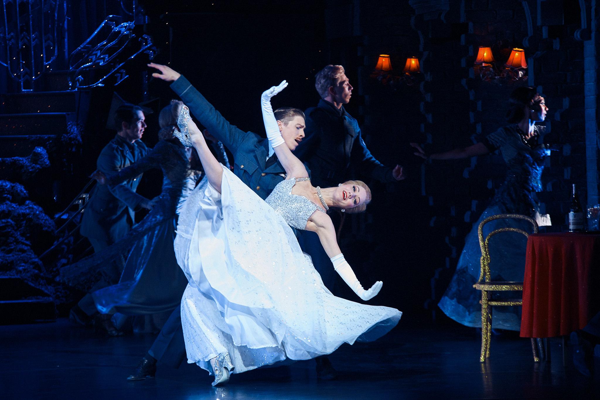 image of Mathew Bourne's New Adventures Cinderella dance photography, fotografia de escena, fotografo de danza, dance photographer, stage photography