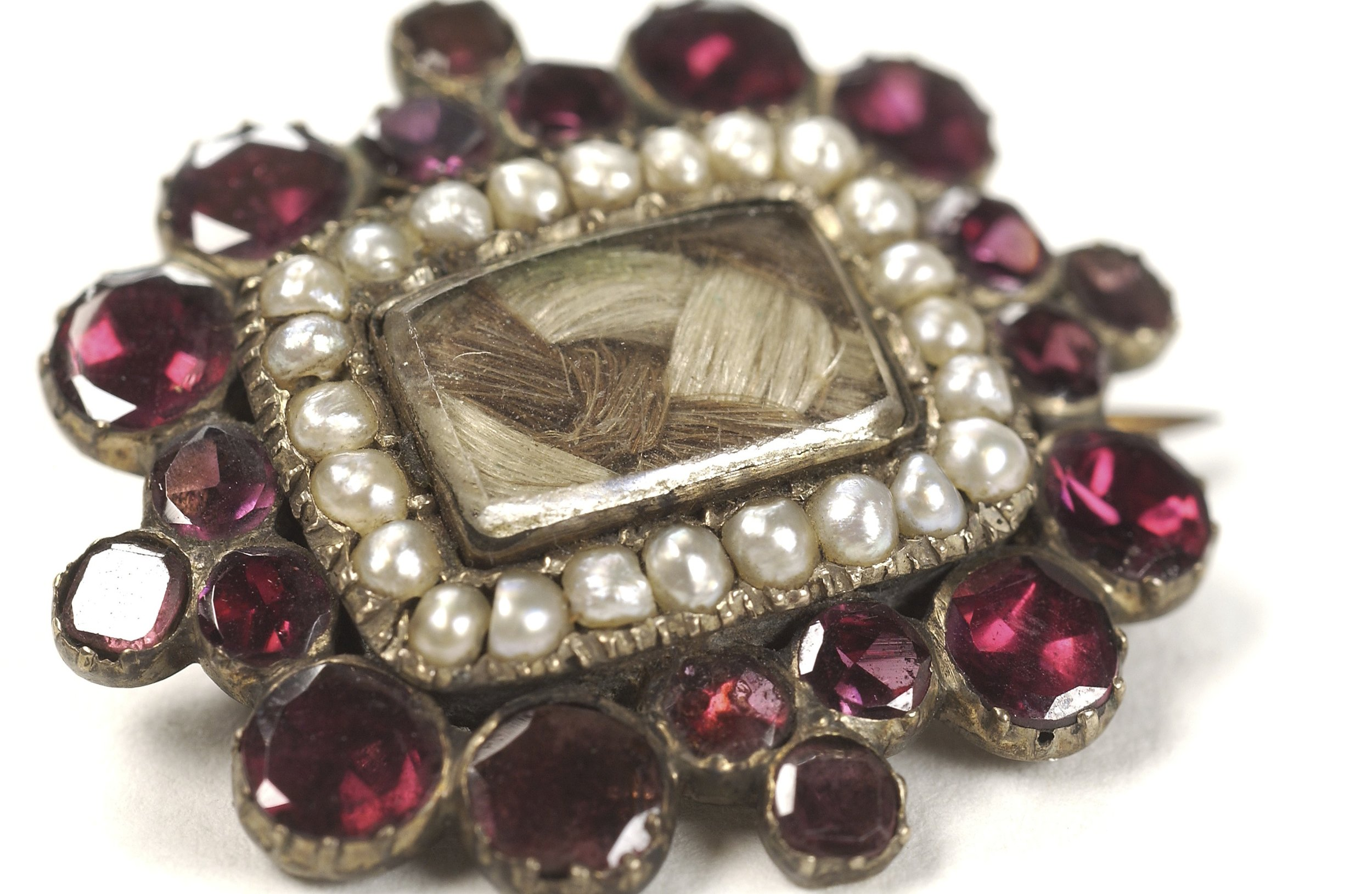 """""""Give Pop Pop your hair…"""" a mourning brooch, adorned with the deceased's hair"""