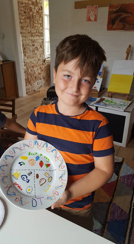 Plate decorating at The Healthy Families Programme.
