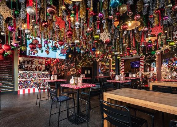 15 Decked-Out Holiday and Christmas Pop-Up Bars in Chicago
