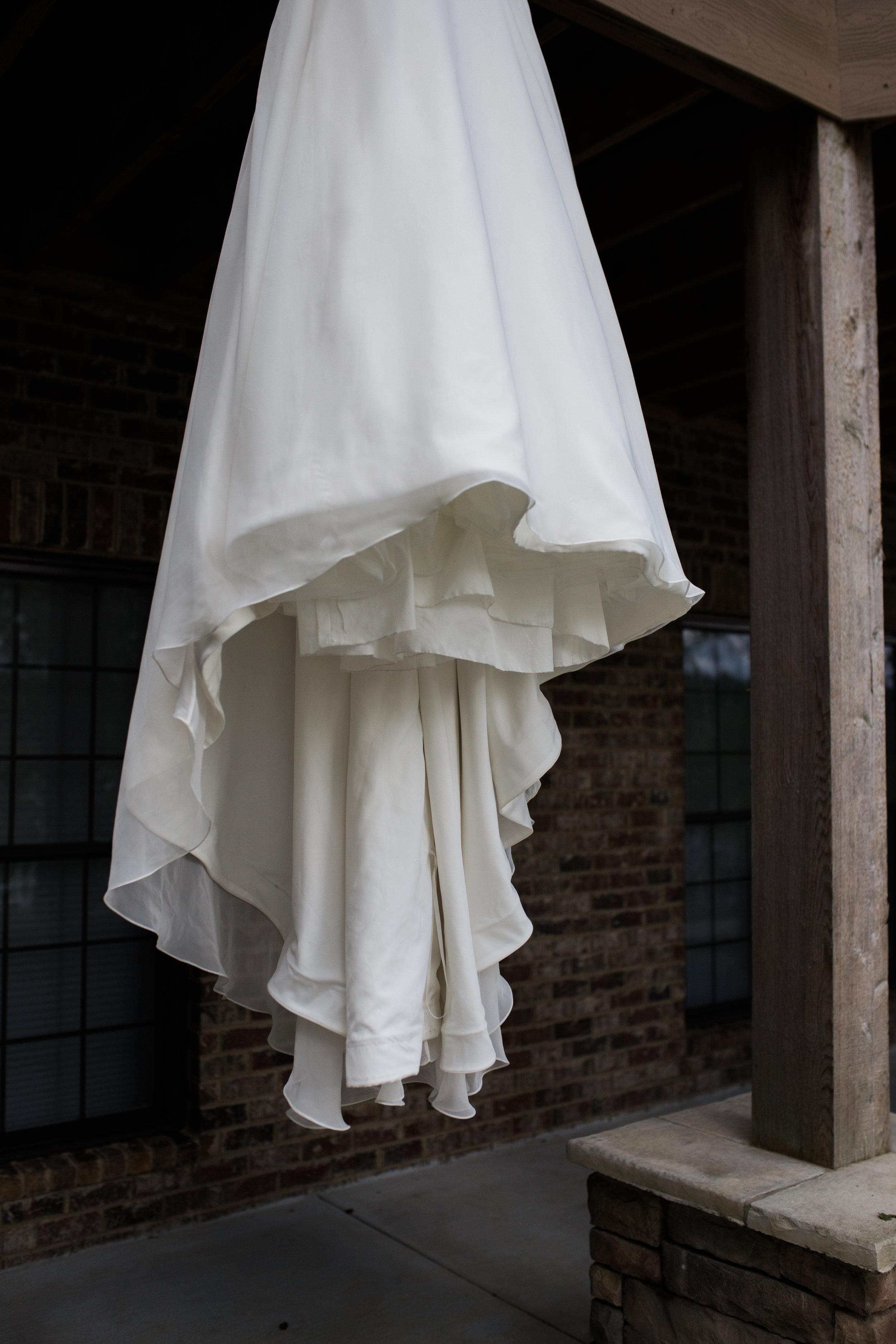 White wedding dress | Smith Lake | Bremen, AL