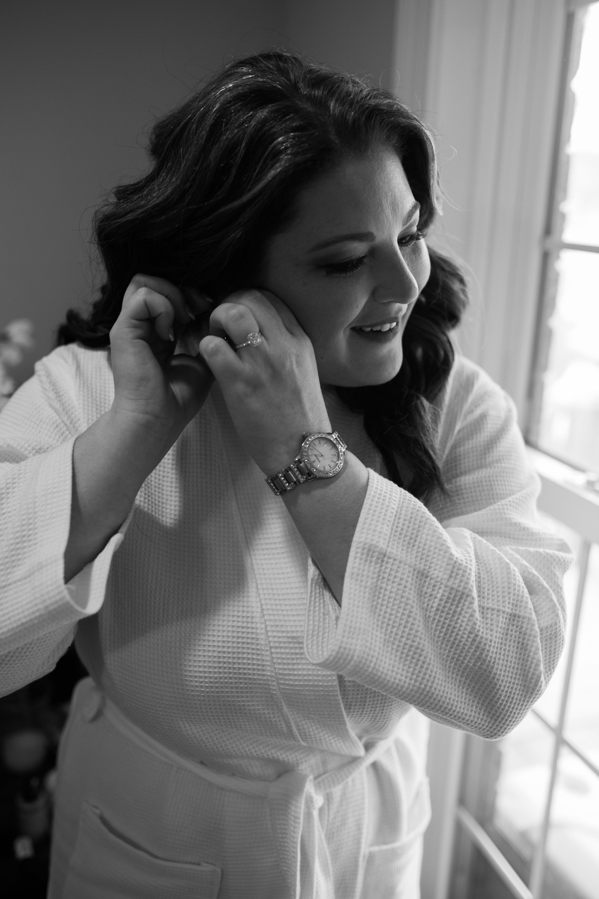 Bride getting ready | Smith Lake Wedding