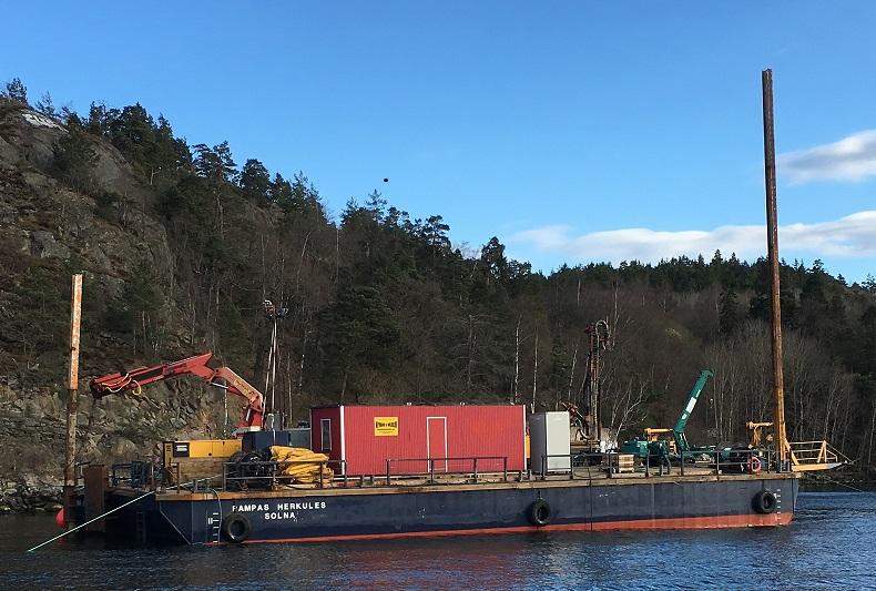 HERKULES - Typ: Kran-/transportpontonSignalbokstäver: SBFMLOA: 30,9 mBredd: 13,8 mDjup: 0,8-2,5 mLastkapacitet: 650 tonDäckarea: 400 m2GT: 258 ton
