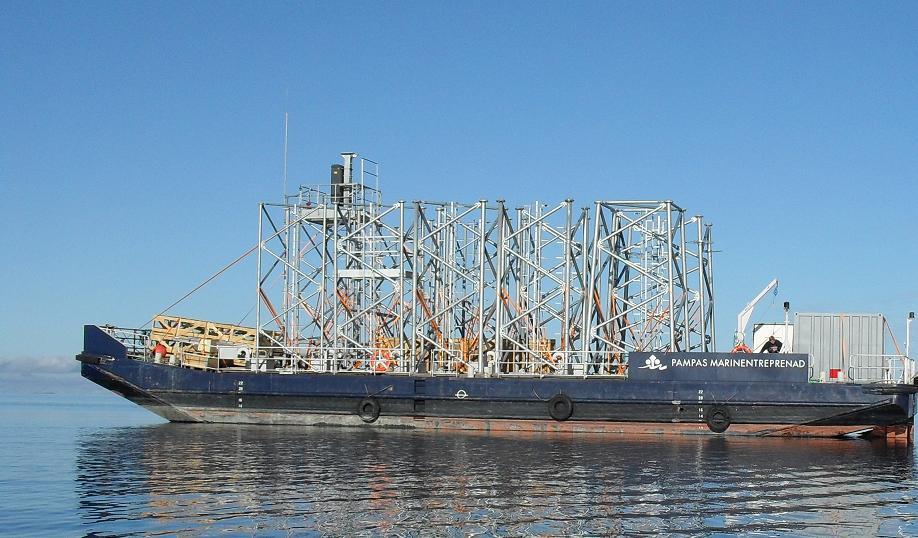 FAKIR - Typ: tank-/transportpontonSignalbokstäver: SKXYLOA: 30,3 mBredd: 10 mDjup: 0,5-1,8 mLastkapacitet: 300 tonDäckarea: 200 m2Tankkapacitet: 445 m3GT: 165 ton
