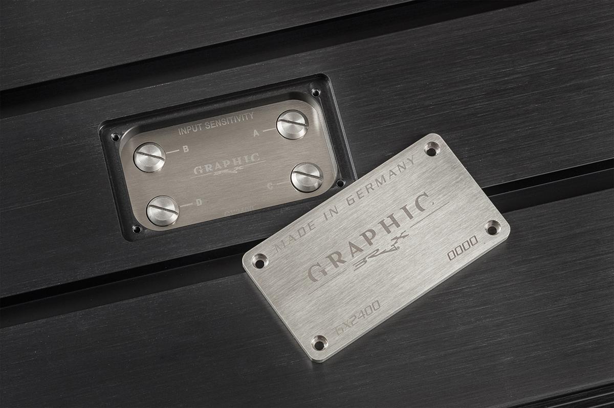 BRAX GRAPHIC GX2400 schwarz Typenschild-Abdeckung.JPG