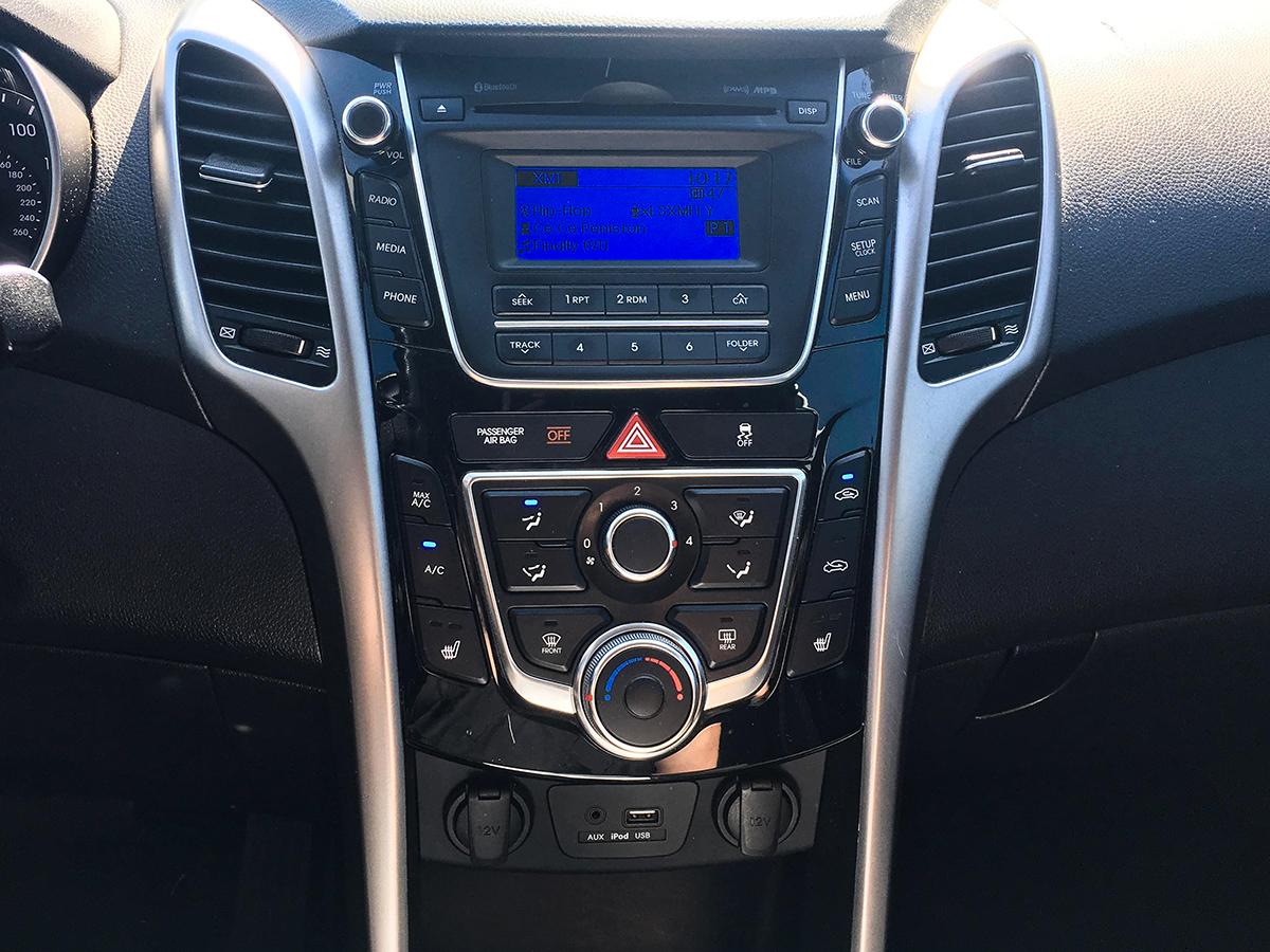 2016 Hyundai Elantra Stereo Before.jpg