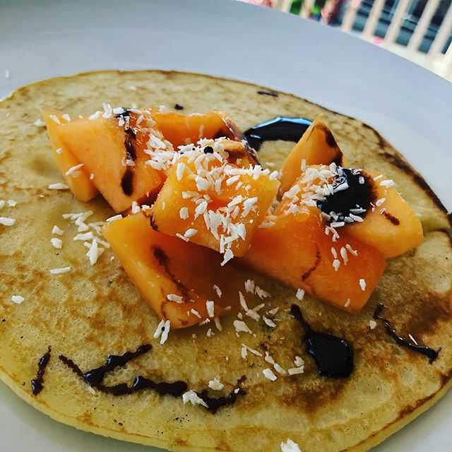 Thanks so much @15min_mom for the inspiration this morning. Crepes with fruit, coconut flakes, and a lil drizzle of chocolate. Such a great way to start Sunday. And was gone in a hot minute. #quickandeasyfood #fruit #familybreakfast #foodforkids