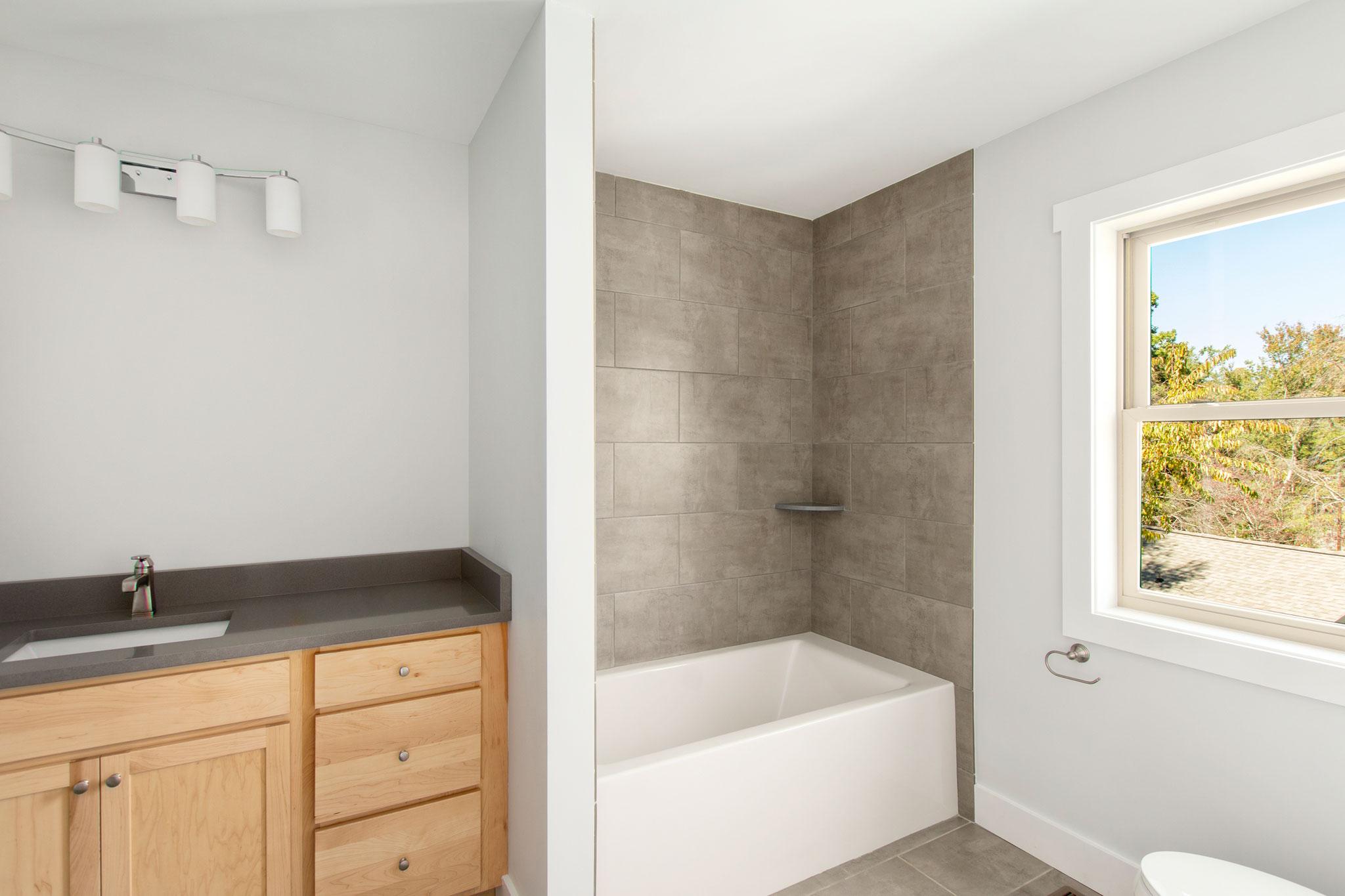16 Upstairs Bath.jpg