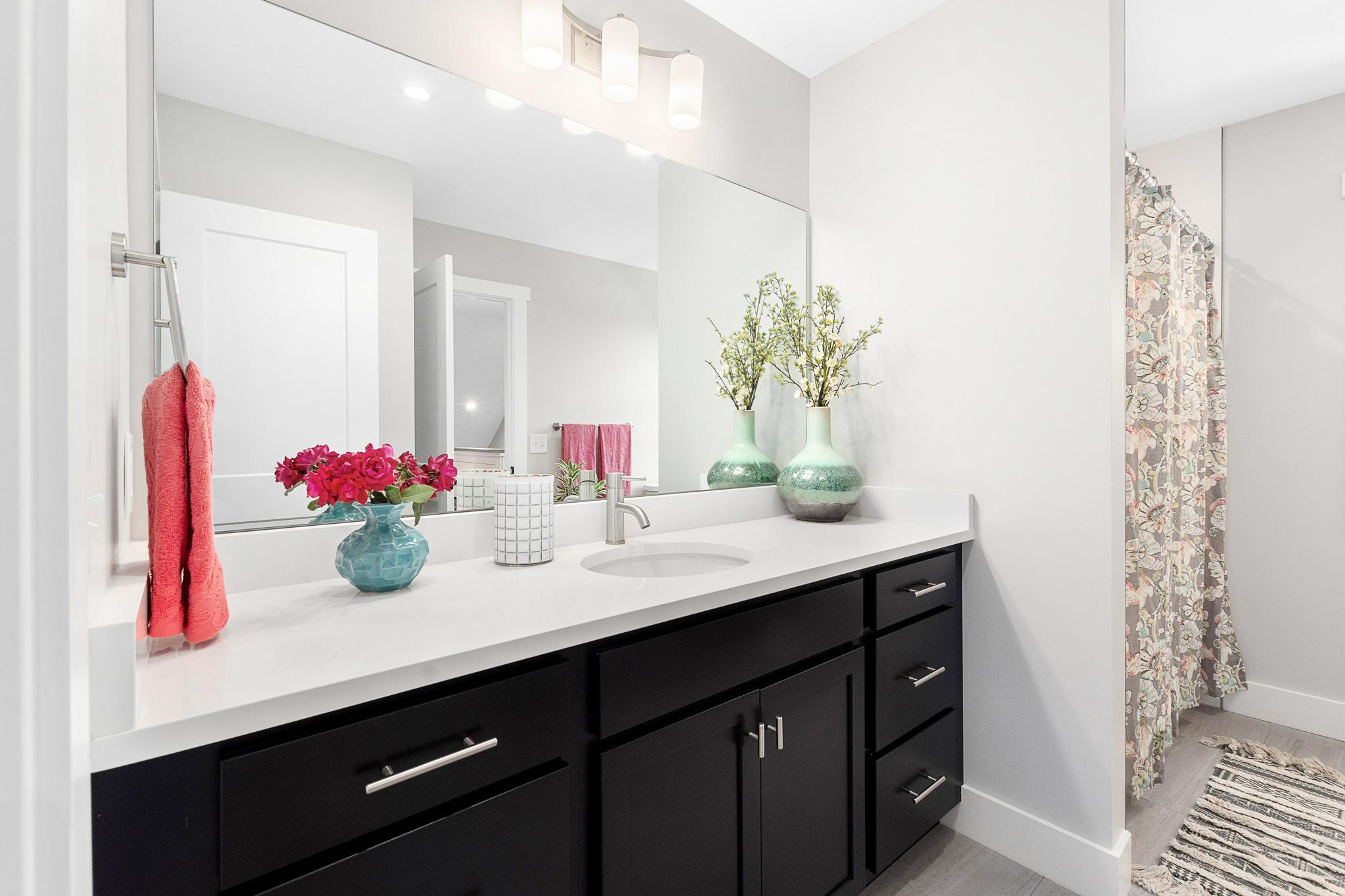 29_Upstairs_bathroom[1].jpg