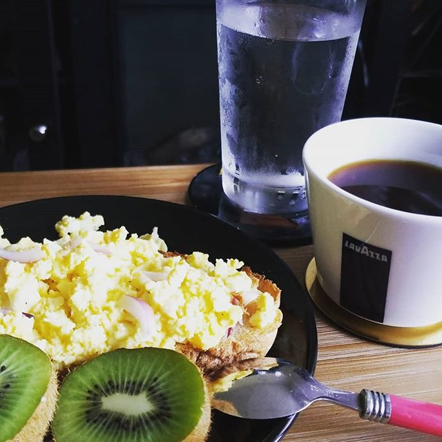 Favorite meal of the day . . . . . . . #breakfast #foodporn #startdayright #coffee #huntressofhappy #openfacedsandwich #kiwi #hydrate