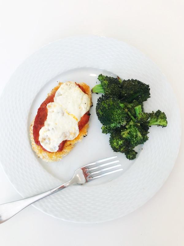 weeknight_dinner_recipe_easy_chicken_parmigiana.JPG