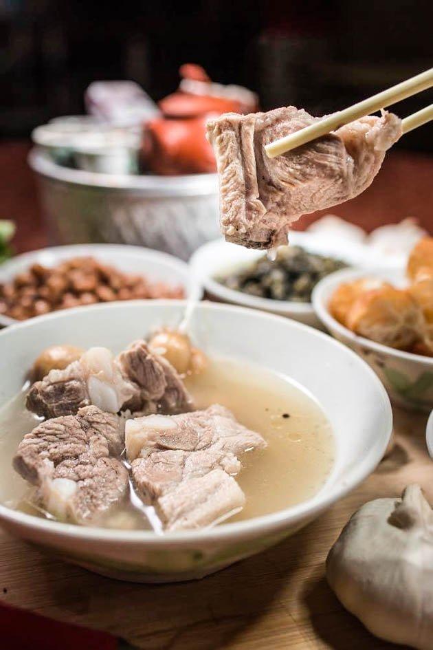 BAK KUT TEH  (pork bone tea)