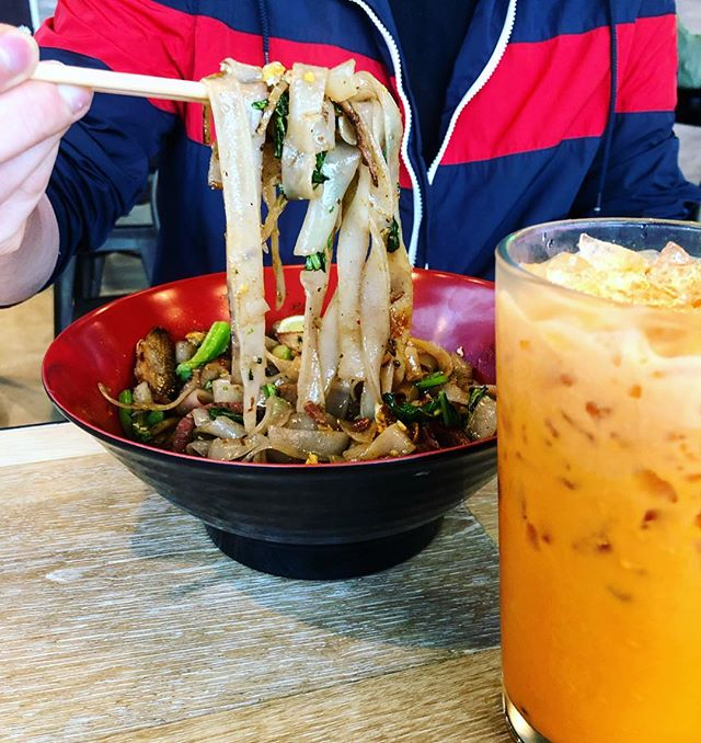 Spicy noodles + Iced thai tea = Best combo🍜 Hope to see you at SING this weekend for lunch or dinner! #cravesing