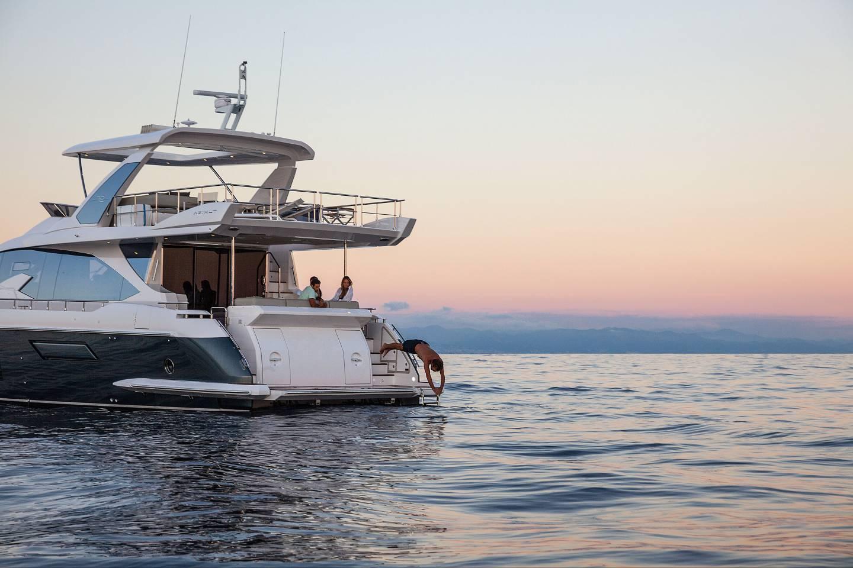 Yacht-Azimut-72-Flybridge-proue.jpg