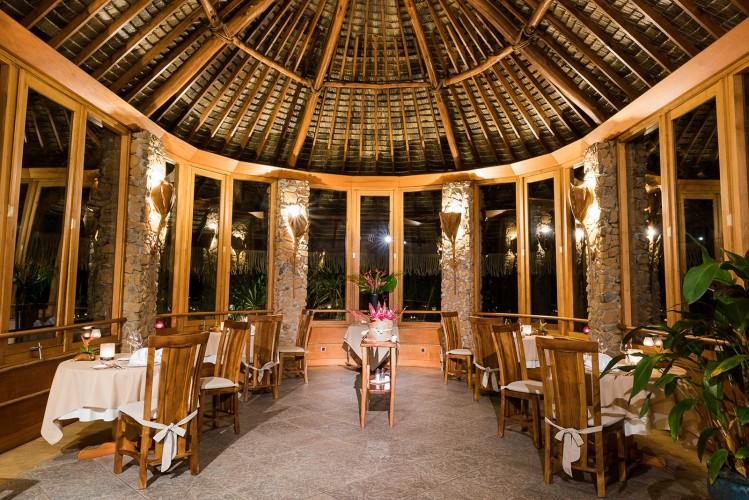le-tahaa-restaurant-dining-749x500.jpg