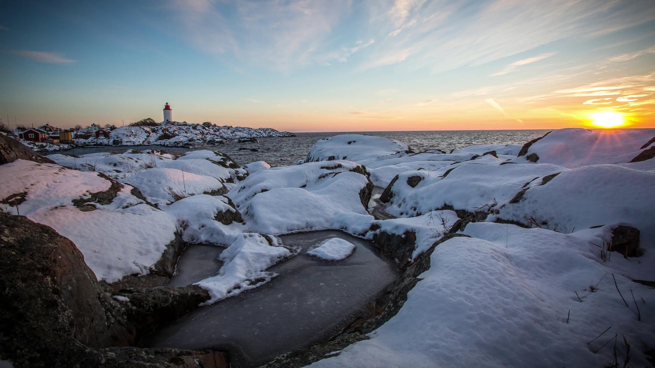 winter-in-the-stockholm-archipelago-sweden-sunset-by-landsort-lighthouse-swedens-oldest-lighthouse_nk2p-oezl__F0000.png