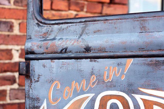 """Hey!"" Nashville, TN 2019 . . .  #nashville #nikon #photography #digitalphotography #streetphotography #bostonbasedphotographer #femalephotographersvienna"