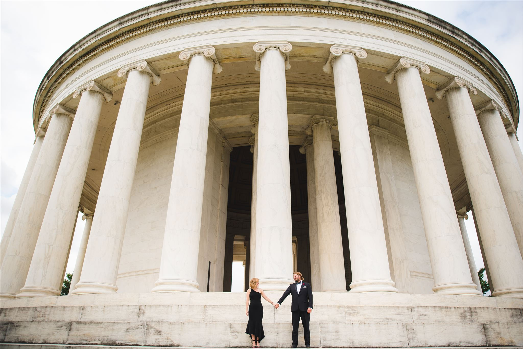 Thomas-Jefferson-Memorial-elegant-engagement-picture-by-Gabriele-Stonyte-Photography