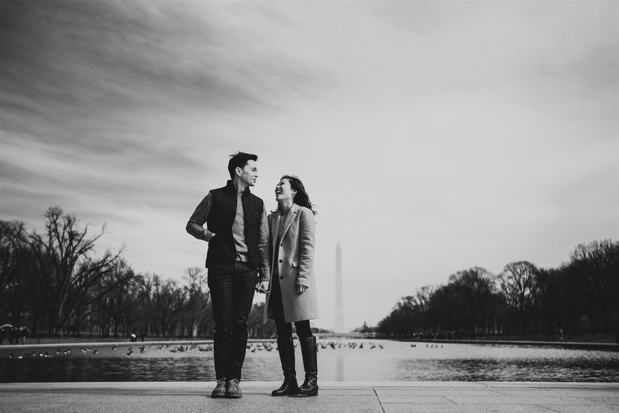 Lincoln-Memorial-Reflecting-Pool-engagement-picture-by-Gabriele-Stonyte-Photography