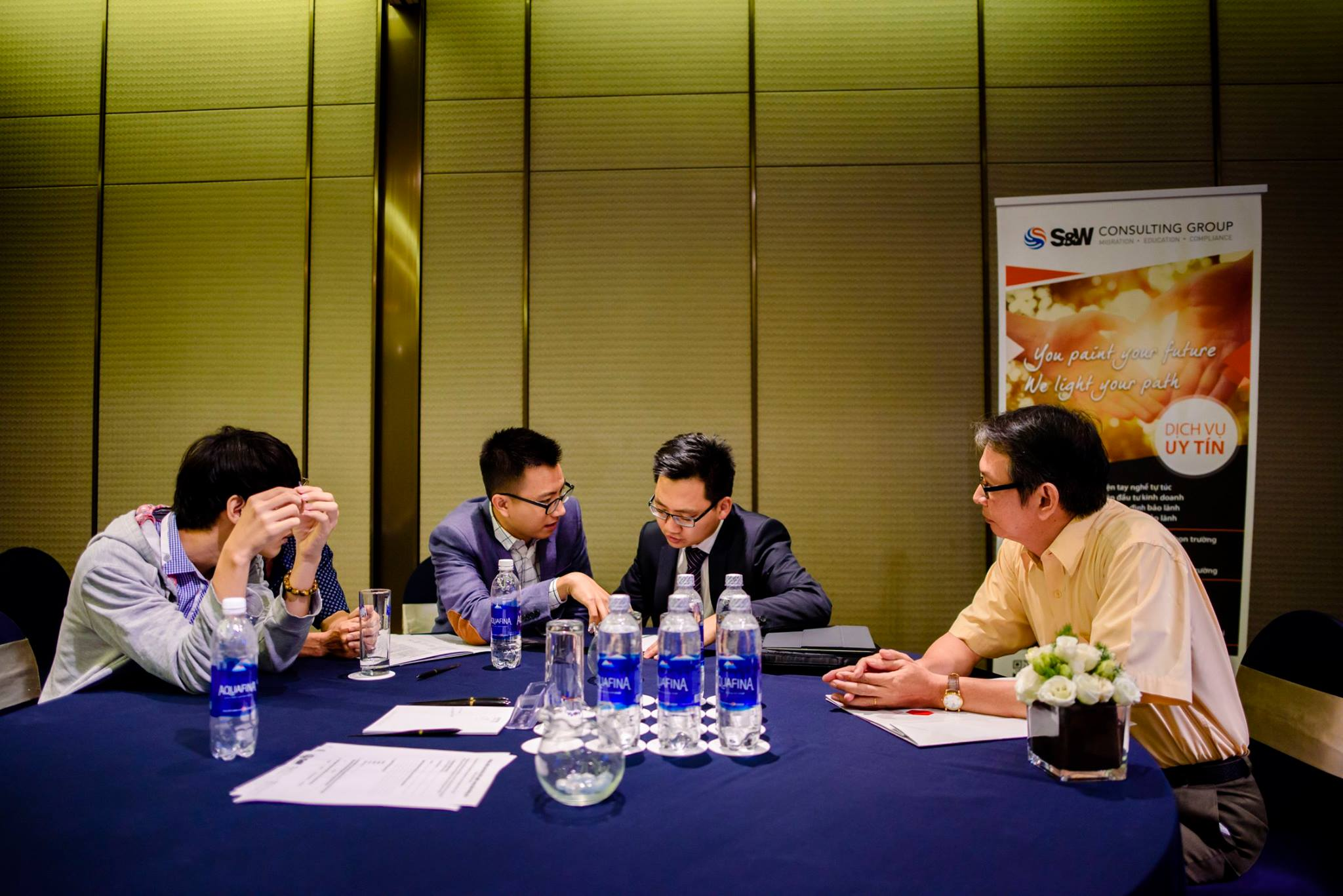 Đại diện SW Consulting Group & khách hàng