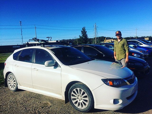 It's been so fun visiting with ALL of our old friends!! 😂 . . . Big love to Amy and Jordan for lending us our old Subie for the day while Nanook went in for a spa treatment. What a time warp! #subuelife #oldfriends #watchmewhip