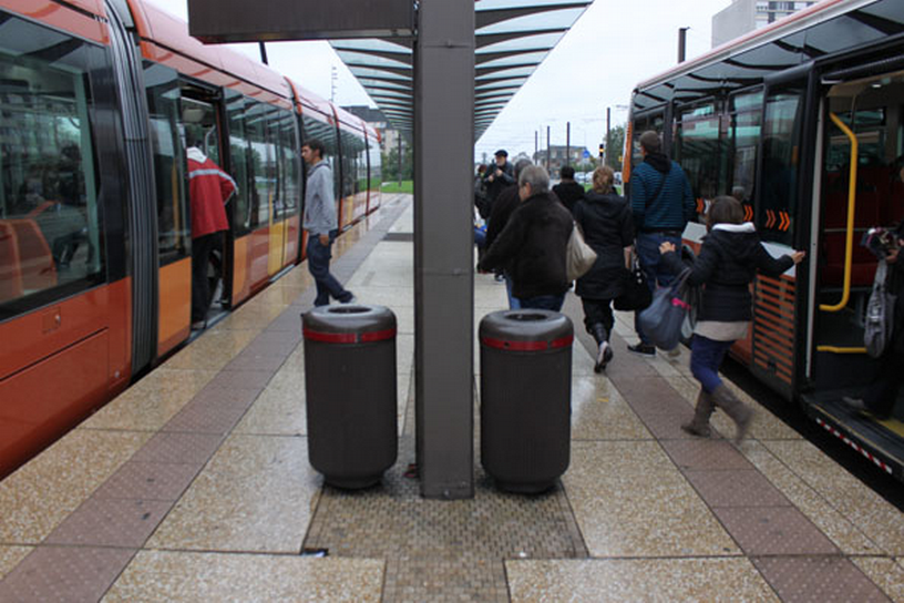 Reconfigured bus stops make light rail transfers easy and quick / Greg Thompson (used with permission)