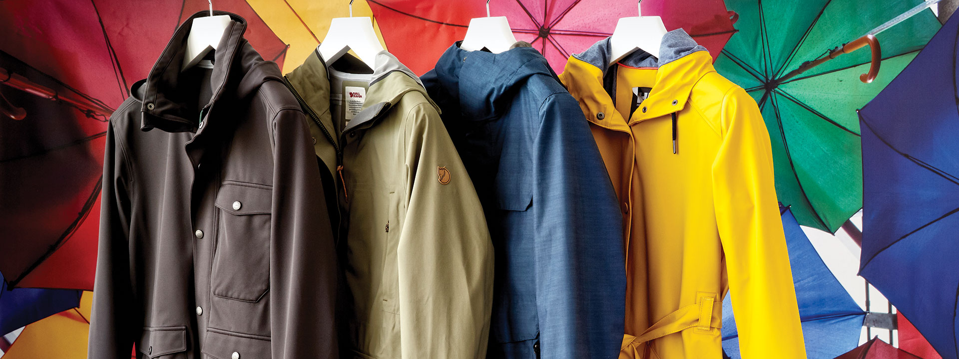 Virtuoso Life: Stylish Raincoats for Travel