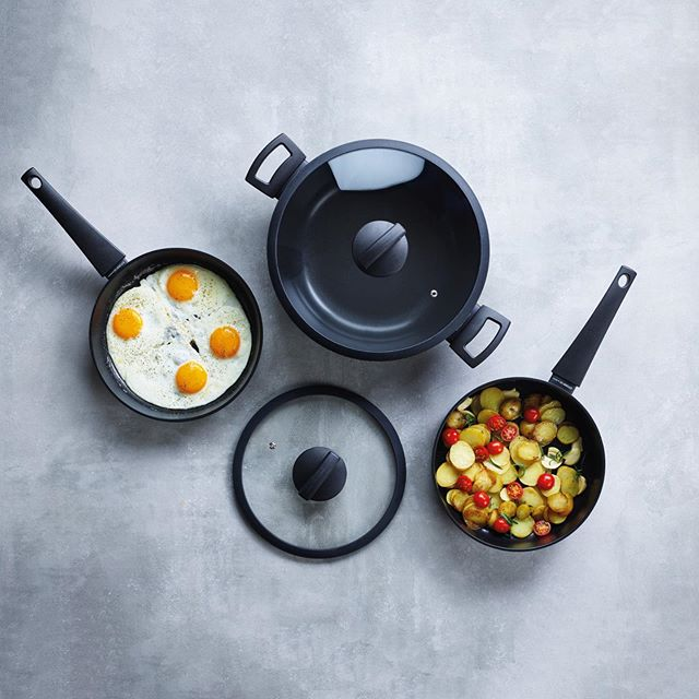 What's not to like about this Twist Series? 🤗 +20% larger frying surface ✅  Extra strong ✅  Stay-cool handle ✅ Dishwasher save ✅  #twist #strong #dishwasher #dishwashersafe #cooking #pan #kitchen #appetiteforlife #kitchenfun