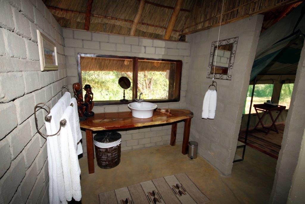 Kantunta tent washbasin.jpg