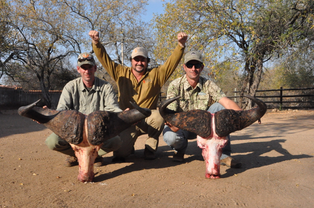 hunt in africa- Dangerous game22.JPG