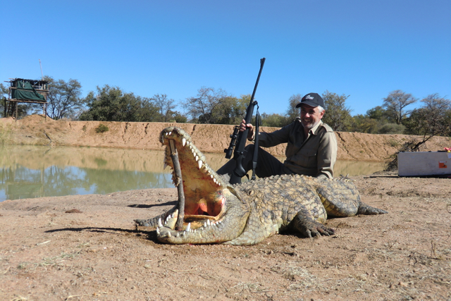 hunt in africa- Dangerous game5.JPG