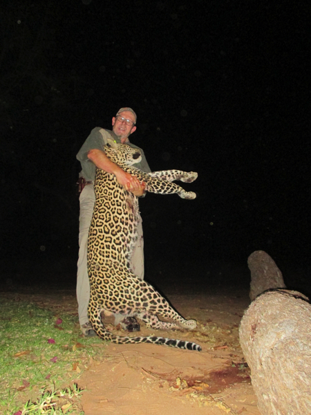 HUNT IN AFRICA PG32.JPG
