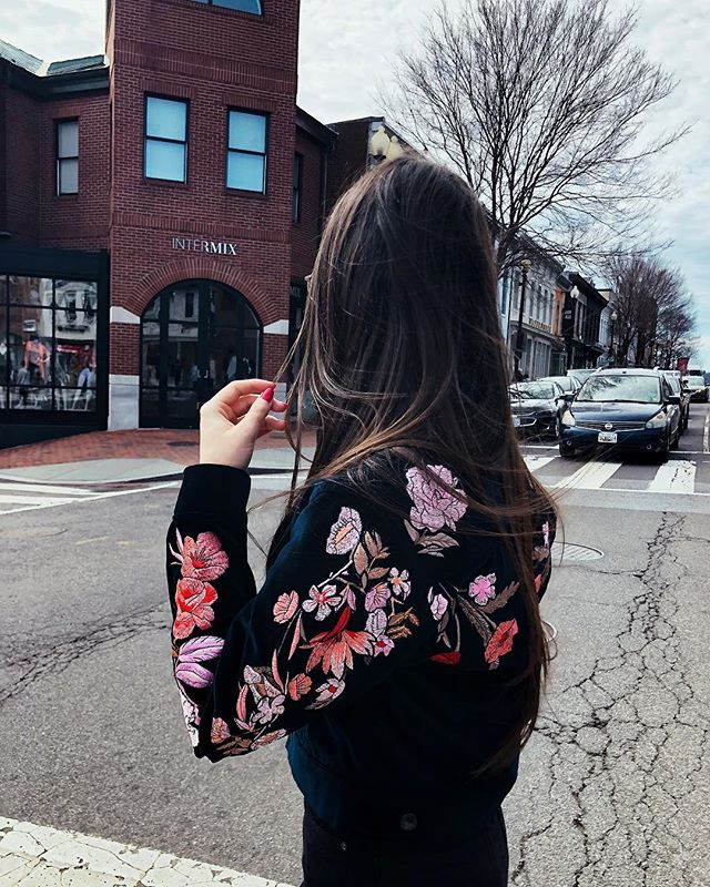 DC Days🌸 . . . . . . . . . . . . #fashion #instafashion #love #style #styleinspiration #styleblogger #outfit #bloggerstyle #blog #musthave #womenswear #fromwhereistand #currentlywearing #ootd #ootdfashion #fashionblogger #fashiondiaries #fashionista #streetstyle #lookbook #fashionweek #styleinspo #styleblog #instastyle #fashionlover #fashionbloggers #outfitoftheday #fashionblog #lookoftheday #fashionweek