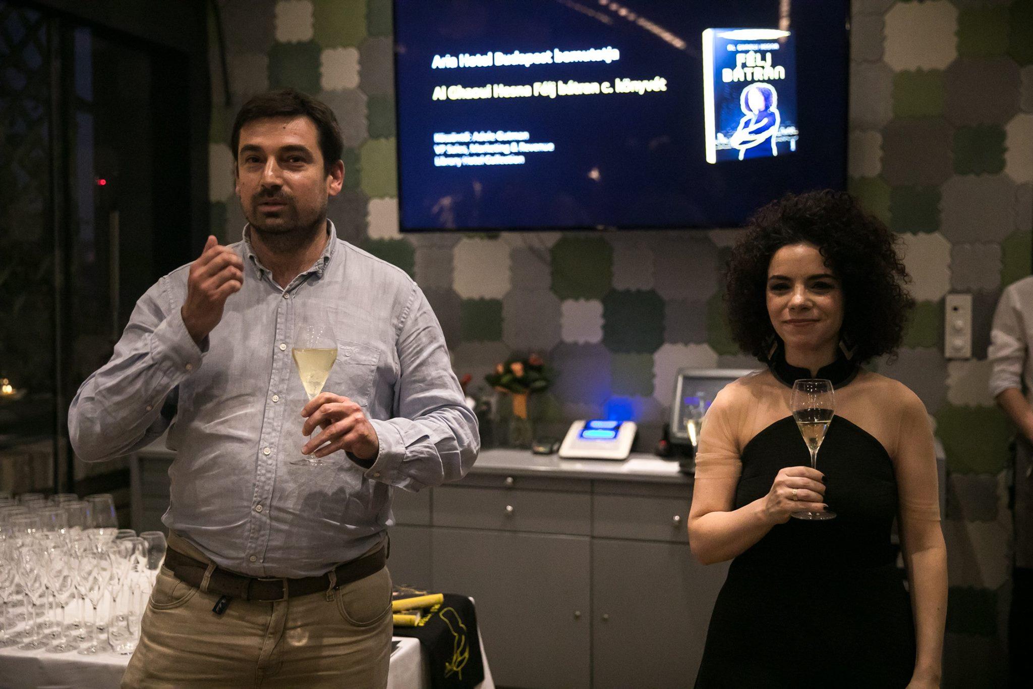 Koccintás a Félj bátran könyvbemutató előestéjén Halmos Ádámmal, a LIBRI kiadóvezetőjével